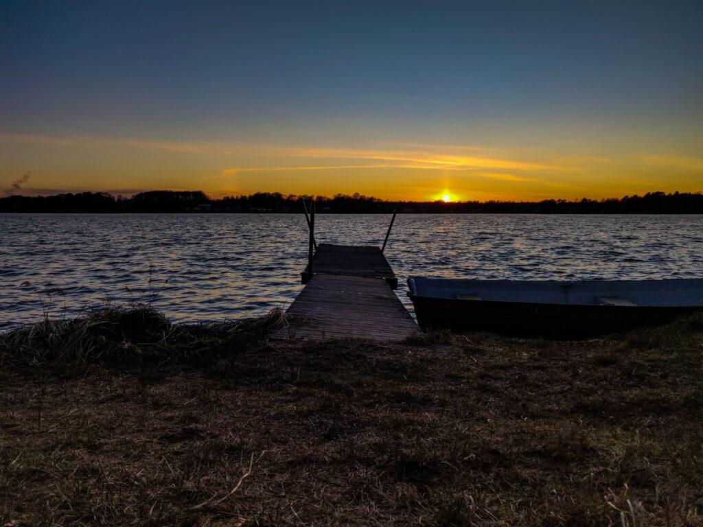 Solnedgång vid bryggan